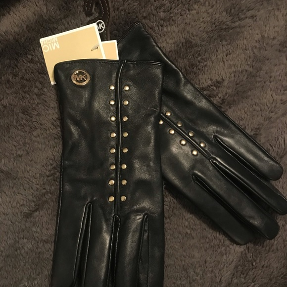 Michael Kors Accessories - ❄️NWT -Michael Kors Tech Leather Gloves 🧤